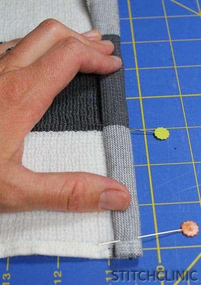 How to Make Fabric Napkins using Kitchen Towels - stitchclinic.com
