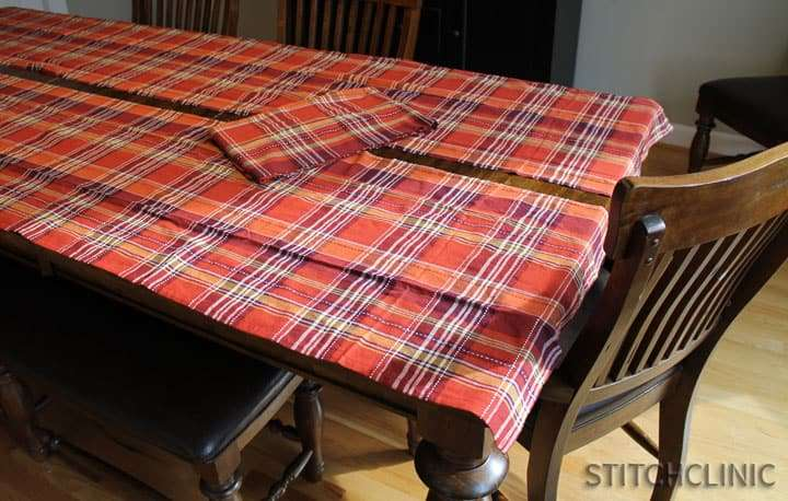 How to make a table runner from a table clothHow to make a table runner from a table cloth